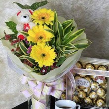 Flower with mini bear and chocolates